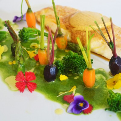 04-11-2015Lubina con mantequilla de especias y jardín de verduritas con licuado de espinacas9