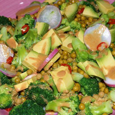 07-03-2016ensalada de brócoli, aguacate y guisantes con aliño de cacahuetes27