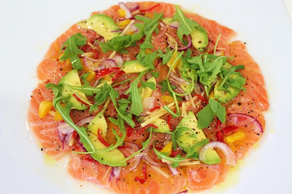 De Italia a Perú con un Carpaccio-Ceviche de salmón
