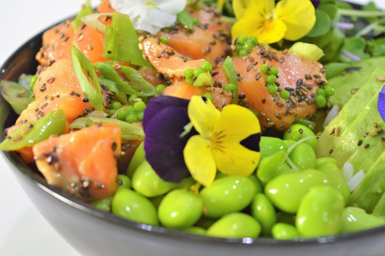 Sushi bowl de salmón y vídeo candidatura blogueros cocineros. Videoreceta.